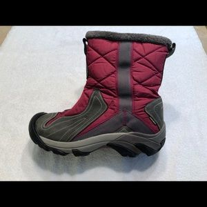 Woman's Keen Betty Quilted Winter Boots Size 11